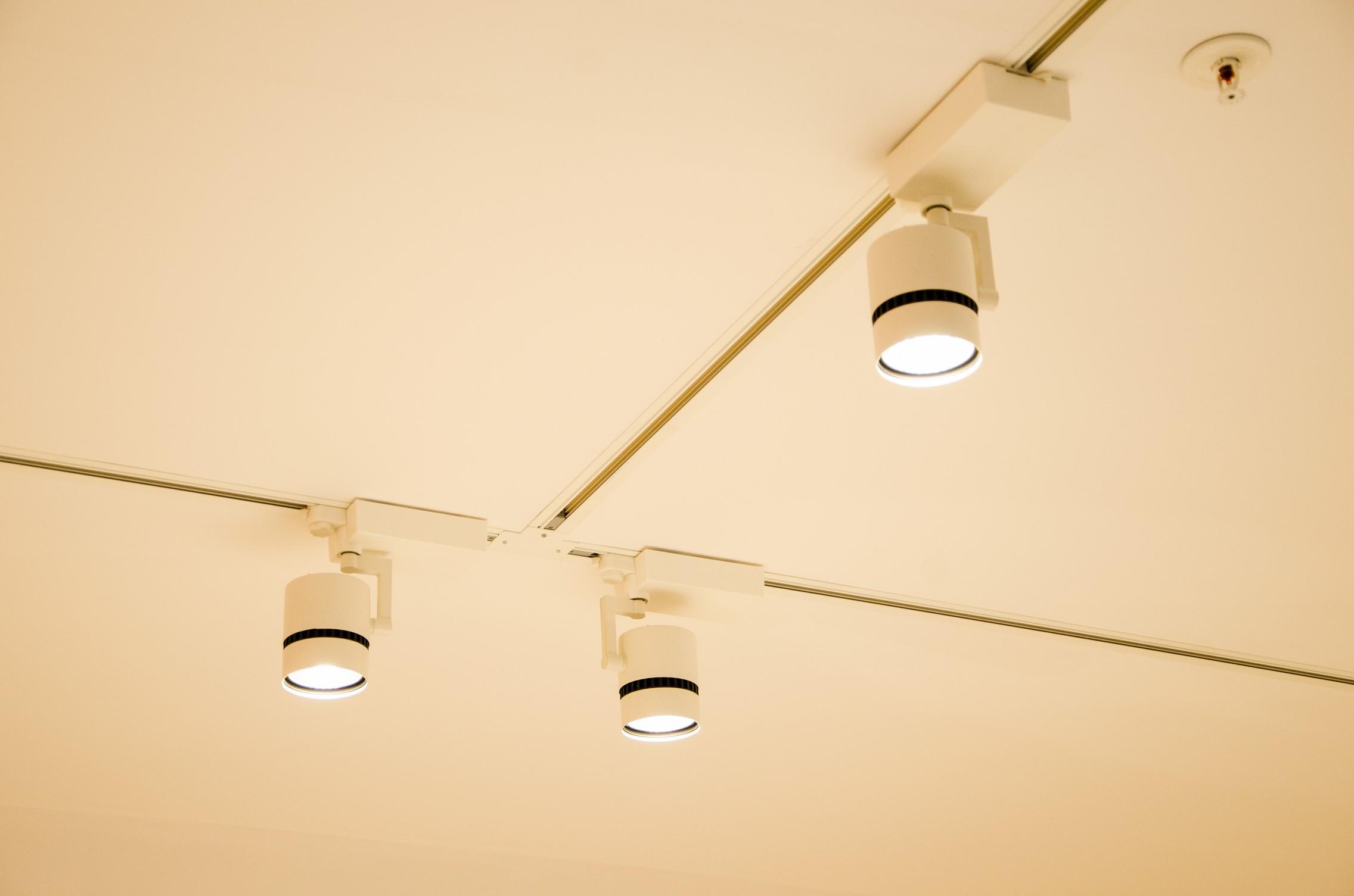 Brilumen ilumina a nova loja DeBorla