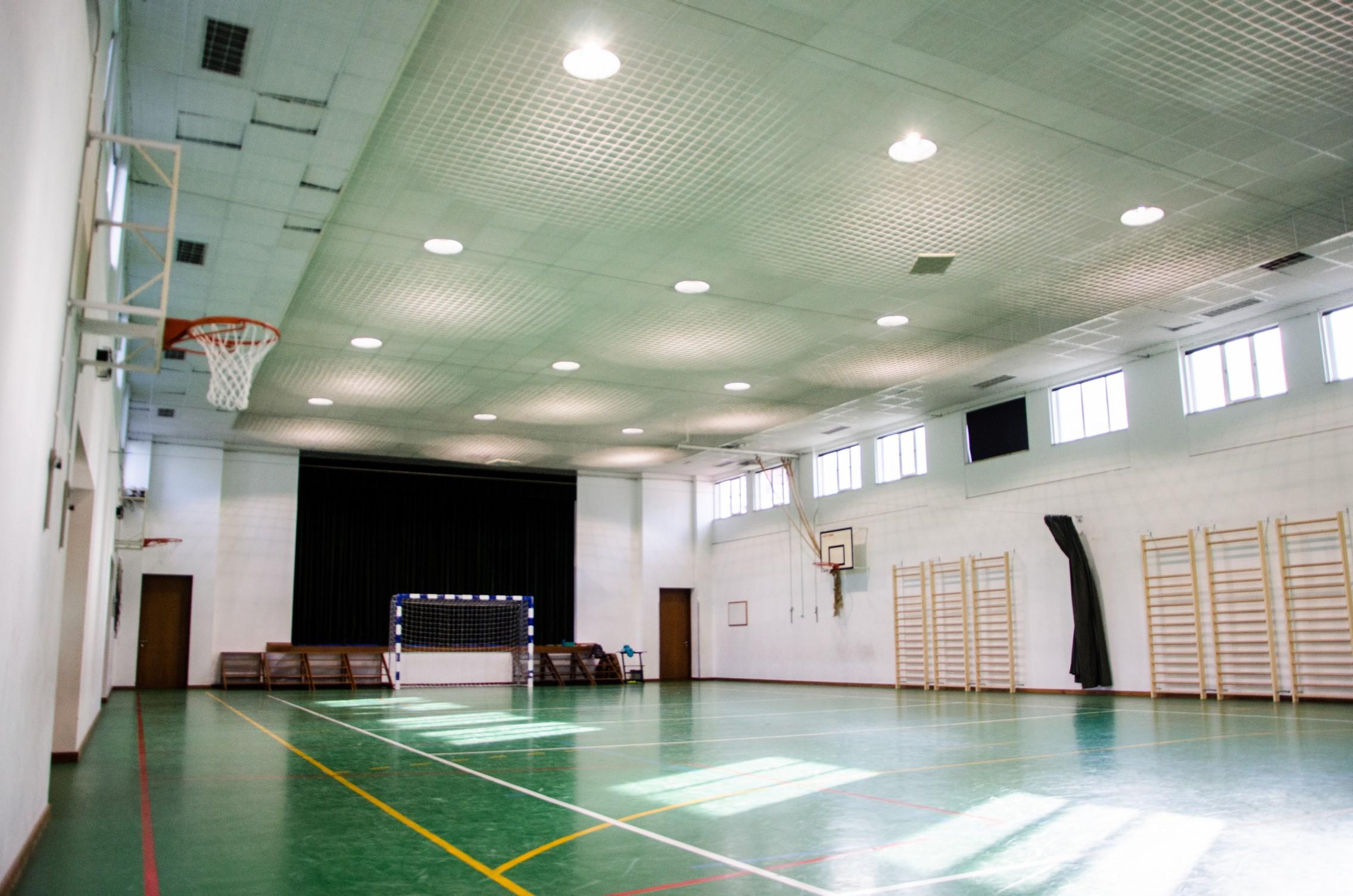 Pavilhão Desportivo com iluminação industrial da Brilumen